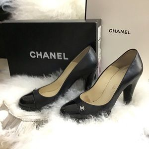 👠HOST PICK👠CHANEL Leather & Patent Logo Pumps